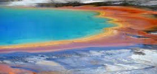 Эксперты установили причину необычного цвета реки